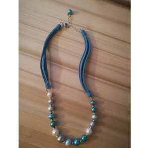 Jewelry - Blue & white beaded neclace